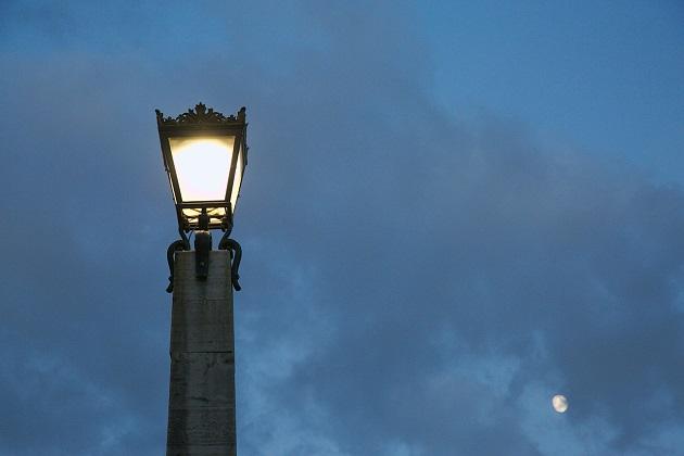 Perché il mondo è così buio e malvagio? Con l'umanità all'apice della corruzione, non dovrebbe essere distrutto?