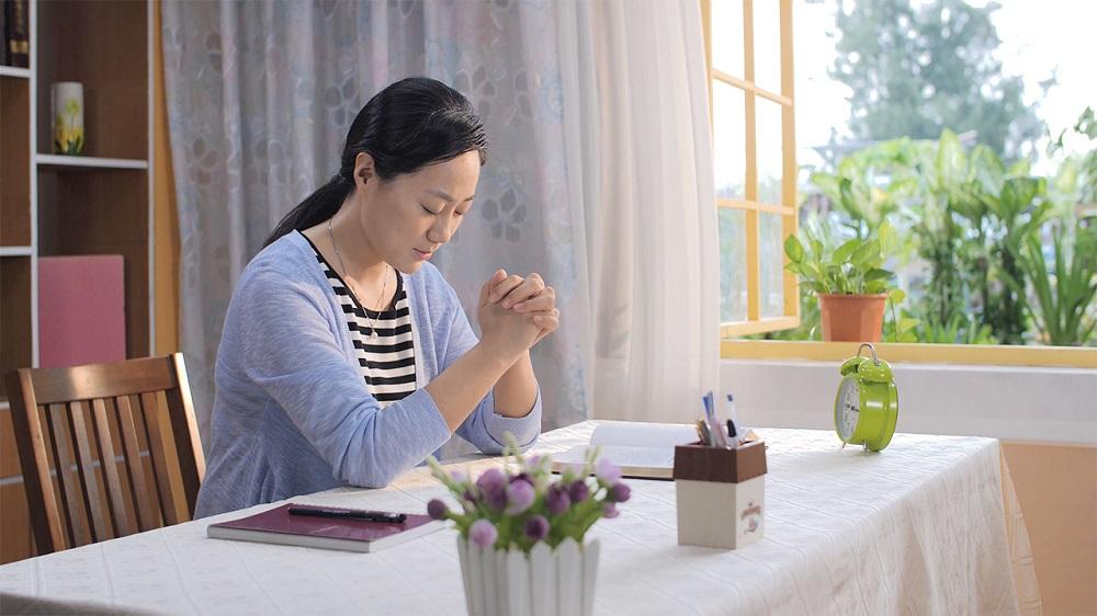 Testimonianze di fede – Niente panico! Possiamo pregare Dio